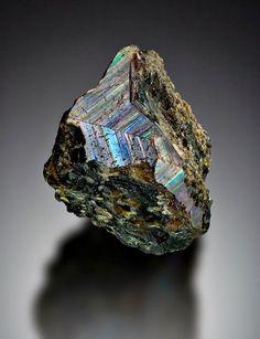 Crystals Minerals, Rocks And Minerals, Stones And Crystals, Garnet Jewelry, Red Jewelry, Jewelry Ideas, Sticks And Stones, Crystal Grid, Rocks And Gems