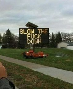 Slow Down Road Sign - How To Stop Speeders from Speeding Fast ---- best hilarious jokes funny pictures walmart humor fail Meanwhile In America, Funny Road Signs, Uber Humor, Slow Down, Funny Photos, Awkward Pictures, Funny Cute, Laugh Out Loud, I Laughed