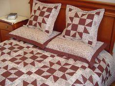 Composição: tecido 100% algodão. As colchas sob encomenda poderão sofrer alteração em alguma estampa por possível falta no mercado,sendo substituída por outra do mesmo tom. Acompanha duas capas de travesseiro e duas almofadas ( sem enchimento ) Medidas : 240,00 x 240,00 cm e 260,00 x 260,00 cm Em medidas e cores especificas,valor sob consulta. R$ 694,20 Patch Quilt, Quilts, Blanket, Room, Furniture, Wall Art, Home Decor, Crochet Bedspread Pattern, Quilt Blocks