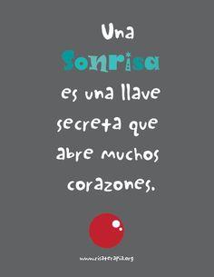 una sonrisa es una llave secreta que abre muchos corazones