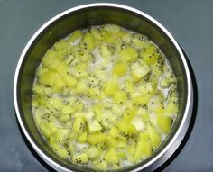 Gâteau sans cuisson aux kiwis et bananes - La Recette Kiwi, Cheeseburger Chowder, Soup, No Bake Pies, Pastry Recipe, Cooker Recipes, Milk, Soups, Soup Appetizers