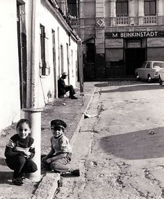 Old Photos, Vintage Photos, Man Sitting, Cape Town, South Africa, Black And White, City, Building, Places