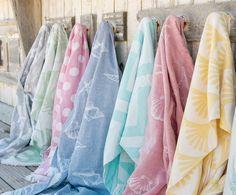 Entdecken Sie Hamamtuch Paloma in Hellgrün, Cremeweiß jetzt bei >> WestwingNow. Lassen Sie sich von Hammania inspirieren. Hamamtuch Paloma in Hellgrün, Cremeweiß Textiles, Give It To Me, Towel, Fabrics, Textile Art