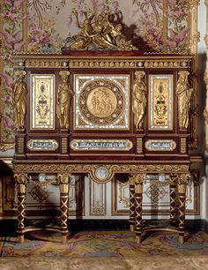Jewelry cabinet, Ferdinand Schwerdfeger, after Jean-Démosthène Dugourc. National Museum of Versailles and Trianon. Marie Antoinette's exquisite jewelry cabinet features gilded detailing and mother-of-pearl inlay. Chateau Versailles, Palace Of Versailles, Louis Xiv, Marie Antoinette, French Furniture, Antique Furniture, Furniture Design, Louis Seize, Madame Du Barry