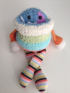 Sorrisetto Monster mini-uno di un peluche di BirdIsTheWordDesign