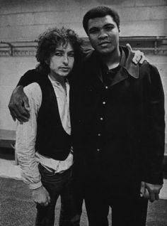 Robert Zimmerman/Bob Dylan & Cassius Clay/Muhammad Ali - two legendary men. Bob Dylan, Joey Ramone, Minnesota, Billy The Kid, Mohamed Ali, Float Like A Butterfly, Zimmerman, Cultura Pop, Robert Allen