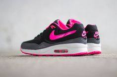 Nike Air Max Light WMNS   Black / Hyper Pink   Dark Grey   Summit White