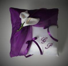 coussin alliance violet blanc relevé