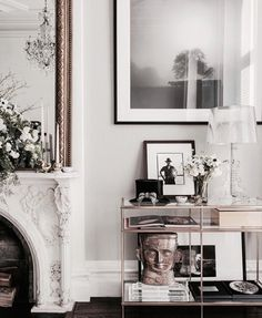 Home Interior Living Room Love everything about Baz Luhrmann and his wifes home. Interior Design Inspiration, Home Decor Inspiration, Home Interior Design, Decor Ideas, Home Living Room, Living Room Decor, Living Spaces, Dog Spaces, New York Homes