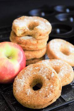 Apfeldonuts oder -Muffins aus dem Ofen