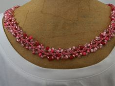 Crochet Vine Stitch with Variety Pink Seed Beads.via Etsy. - inspiration