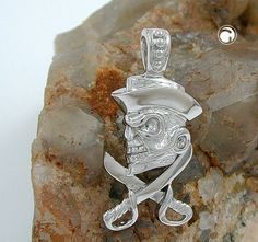 Anhänger, Totenkopf mit Piratenhut, 925  Oberfläche anlaufgeschützt rhodiniert  Legierung: 925/000 Silber, Sterling Silver, nickelfrei