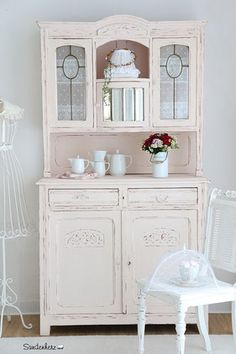 eine alte n hmaschine auf der man je nach jahreszeit sch n dekorieren kann garten regal. Black Bedroom Furniture Sets. Home Design Ideas