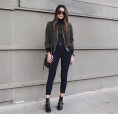 These winter coat outfits are perfect to keep you warm and stylish during the colder months! Here are some of our top favorite looks! Glamouröse Outfits, Cool Outfits, Fashion Outfits, Pastel Outfit, Looks Street Style, Looks Style, Green Bomber Jacket Outfit, Winter Coat Outfits, Look Dark