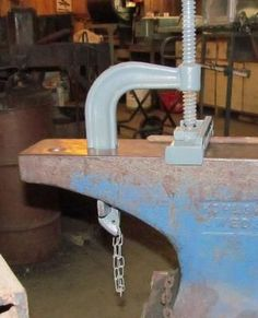 www.ironflower.com tips General%20Blacksmithing Acme%20Hold%20Down Acme%20Hold%20Down.htm
