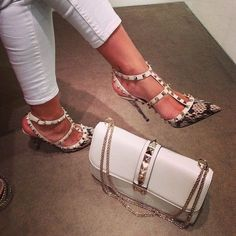 Italian fashion house Valentino has made a big boom in the fashion world with their now already iconic Rockstud Pumps. These salon shoes are loved among Valentino Rockstud Pumps, Valentino Shoes, Rockstud Shoes, Stilettos, High Heels, Hot Shoes, Shoes Heels, Fashion Mode, Classy Fashion