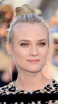 Diane Krugers Topknot Is A Practical Easy And Elegant Hairstyle More Super Easy