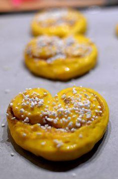 Lussehjärtan med vaniljfyllning Christmas Baking, Christmas Cookies, Christmas Time, Merry Christmas, Xmas, Bagan, No Bake Desserts, Healthy Desserts, Candy Recipes