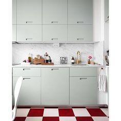 Instagram photo by pickyliving - I det senaste nr av #skönahem finner ni ett reportage om @1emmagreen lägenhet och hennes fina gröna kök! Ni kan även se lite mer foton på hennes blogg hannasroom.com/emmagreen