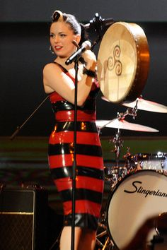 Imelda May, Rockabilly and a Bodhran! does it get better? 1960s Outfits, Rockabilly Outfits, Girl Outfits, Rockabilly Girls, Party Fashion, Retro Fashion, Vintage Fashion, Guys And Girls, Hot Girls