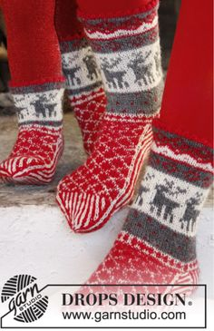 Christmas Stampede - Christmas socks for men with Norwegian pattern, knitted in DROPS Fabel. - Free pattern by DROPS Design Knitting Patterns Free, Free Knitting, Crochet Patterns, Free Pattern, Knitted Christmas Stockings, Christmas Knitting, Drops Design, Norwegian Knitting, Drops Patterns