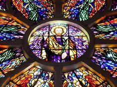 Vitrais com imagens sacras da catedral de Fortaleza.