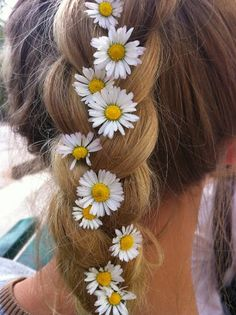 Daisies - Flowers in your Hair - Hair Braids My Hairstyle, Pretty Hairstyles, Braided Hairstyle, Hairstyles Haircuts, Summer Hairstyles, Flower Braids, Corte Y Color, Flowers In Hair, Flower Hair
