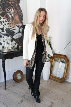 New outfit post on the blog... White blazer and leopard print! #leopardprint #whiteblazer #outfitoftheday #style #christianlouboutin #fashioneditor #fashionblogger