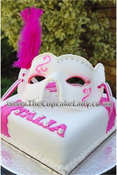 Masked ball cake, sugarpaste mask made freehand