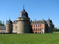 The Château de Lavaux-Sainte-Anne (Lavaux-Sainte-Anne Castle) is located in Belgium near Rochefort, in the province of Namur. In 1450, Jean II de Berlo commissioned the building of the castle.