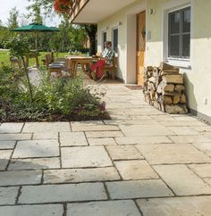 Garagenhaus Terrasse Schleswig-Holstein Old Town patio slabs in sandstone Vacuums Style Aplenty! House Entrance, Entrance Doors, Track Pictures, Patio Slabs, Garage Remodel, How To Make Beer, Sit Back And Relax, Old Town, Shrubs