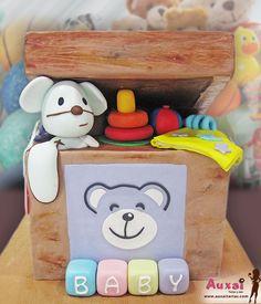 ¡Ideal para bebés! Tarta personalizada representando una caja de juguetes con peluches, para bautizos y Baby Shower.