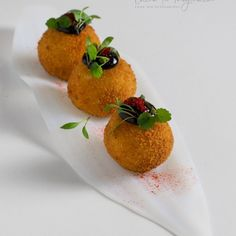 Shrimp with tempura - Clean Eating Snacks Aioli, Food Design, Gourmet Food Plating, Food Plating Techniques, Gourmet Recipes, Cooking Recipes, Canapes Recipes, Food Decoration, Fish And Chips