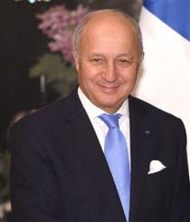 Le FN réclame la démission de Laurent Fabius pour le mandat d'arrêt contre son fils Thomas Fabius