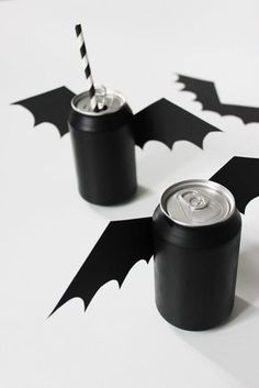 DIY Halloween decorations are a huge part of my yearly spook fests. In my household, I treat DIY Halloween crafts as a way to spend time with my family. Spooky Halloween, Halloween Birthday, Halloween Party Decor, Halloween 2019, Holidays Halloween, Halloween Treats, Happy Halloween, Halloween Drinks, Group Halloween