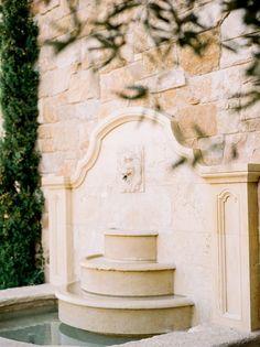 Planning your wedding? This breathtakingly stunning Rocky Oaks Mountain wedding editorial is a must-see wedding inspiration!  #whiteandgoldweddings  #elegantweddingstyle  #destinationweddingideas  #bridaleditorialinspiration