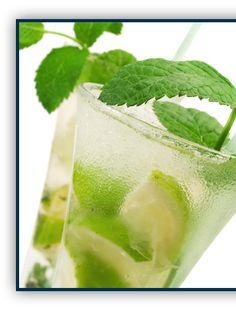 Mojito Ingredients: - oz Bacardi Rum - 12 fresh spearmint leaves - lime - 7 oz Sprite zero or club soda - 2 tbsp. Splend Ingredients: - oz Bacardi Rum - 12 fresh spearmint leaves - lime - 7 oz Sprite zero or club soda - 2 tbsp. Plats Weight Watchers, Weight Watchers Meals, Refreshing Drinks, Summer Drinks, Green Cocktails, Bebida Mojito, Ww Recipes, Healthy Recipes, Recipies
