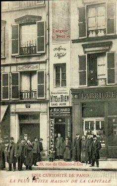 la-plus-petite-maison-paris Large d'un mètre 40, haute de 5 mètres et profonde de 3 mètres, elle dispose d'une minuscule échoppe au rez de chaussée et d'un premier étage qui ne communiquaient même pas lors de sa construction  A l'origine il y avait un passage entre les rues du Château d'Eau et du Faubourg Saint Martin. Une dispute lors de sa succession aurait mené à sa condamnation… par la construction d'un immeuble de la taille de cette ruelle : la plus petite maison de Paris était née.