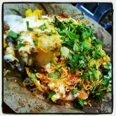 Basket Chaat – Chat Chata Chaat From India Mumbai Street Food, Indian Food Recipes, Ethnic Recipes, Chaat, Lasagna, Spicy, Brunch, Food And Drink, Basket