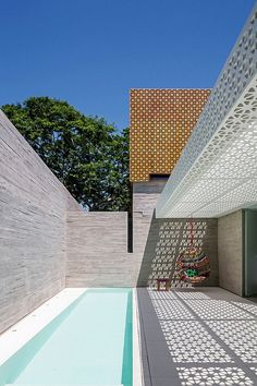 Completed in 2014 in São Paulo, Brazil. Images by Leonardo Finotti. Aigai – In the Roman mythology, Aigai was a kingdom of deep-sea, where Neptune, god of freshwater and the sea, restore his energies. It is a place...