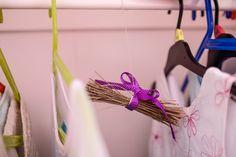 Časlevandule: Udělejte zníkrásné dekorace ilimonády - Proženy Plant Hanger, Decor, Decoration, Decorating, Deco