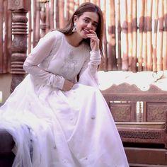 Fancy Dress Design, Stylish Dress Designs, Stylish Dresses, Modest Fashion Hijab, Indian Fashion Dresses, Fashion Outfits, Pakistani Dresses Casual, Pakistani Dress Design, Beautiful Dresses