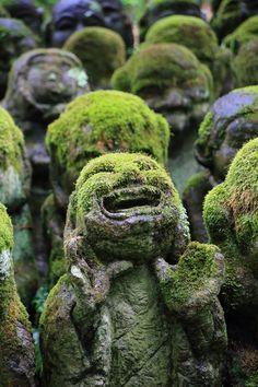 京都愛宕念仏寺の表情豊かな千二百羅漢
