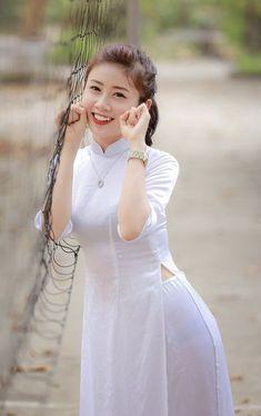 Vietnamese Traditional Dress, Vietnamese Dress, Traditional Dresses, Beautiful Vietnam, Vietnam Girl, Le Jolie, Beautiful Asian Women, Ao Dai, Looks Style