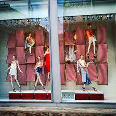 WEBSTA @ ollievil - #Zara #windowdisplay #summer #oxfordstreet #london #visualandcreative #visualinspiration #visualmerchandiser #visualmerchandising #mannequins #mannequin #windowdisplay #visuals