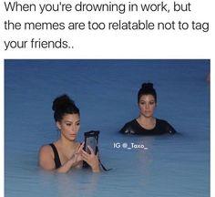 The way Kourtney Kardashian stares at Kim says it all. Memes Humor, Funny Memes, Jokes, Videos Funny, Kardashian Memes, Kourtney Kardashian, Funny Shit, The Funny, Hilarious