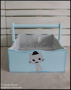 """Fraldário e cesta """"Cat Chaplin""""."""