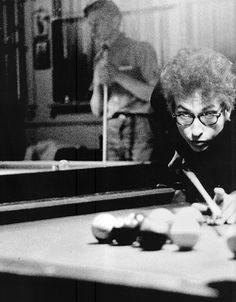 ubu507:  hipsterchuck1983:  Bob Dylan  I love it when someone...