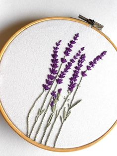 Flower Embroidery Hoop Art Floral Wall Art Rustic Home Decor Hand Stitched Art Fleur broderie Hoop Art Floral Wall Art rustique Home Decor Hand Embroidery Stitches, Embroidery Hoop Art, Crewel Embroidery, Hand Embroidery Designs, Vintage Embroidery, Floral Embroidery, Cross Stitch Embroidery, Embroidery Ideas, Machine Embroidery