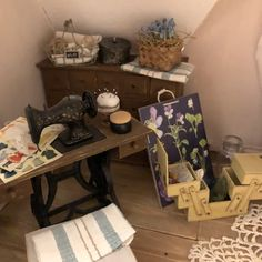 Salla skapar miniatyrvärldar man vill bo i Diy Dollhouse, Entryway Tables, Furniture, Home Decor, Homemade Home Decor, Home Furnishings, Decoration Home, Arredamento, Interior Decorating